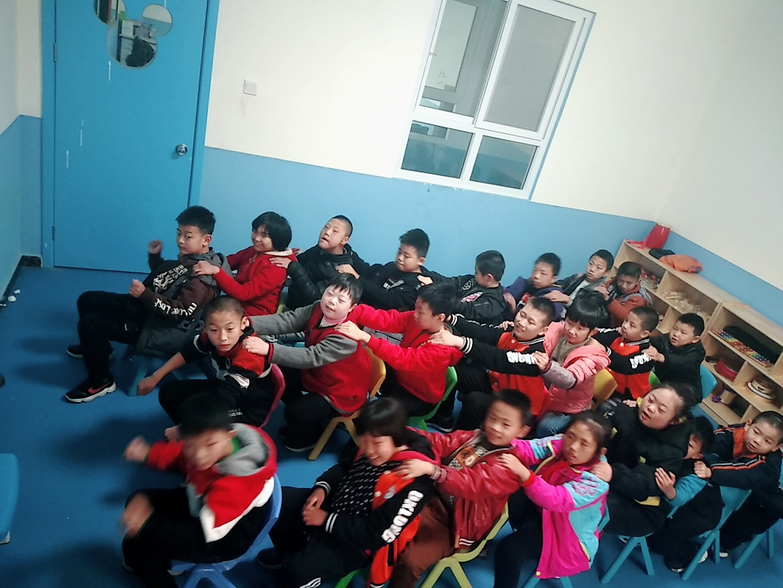自闭症.发育迟缓孩子们的奥尔夫音乐课