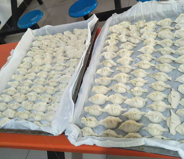 假期里的手工水饺